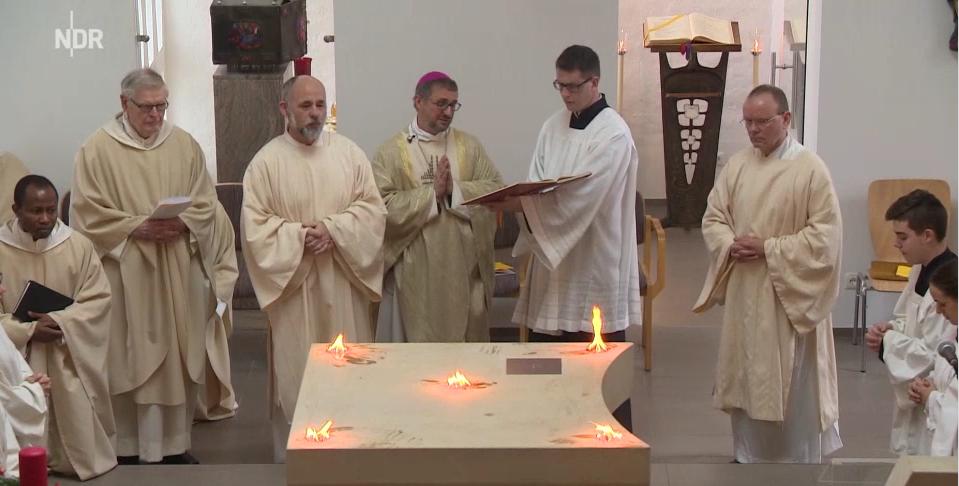 Zu den Heiligen Engeln, Glinde, Altarweihe