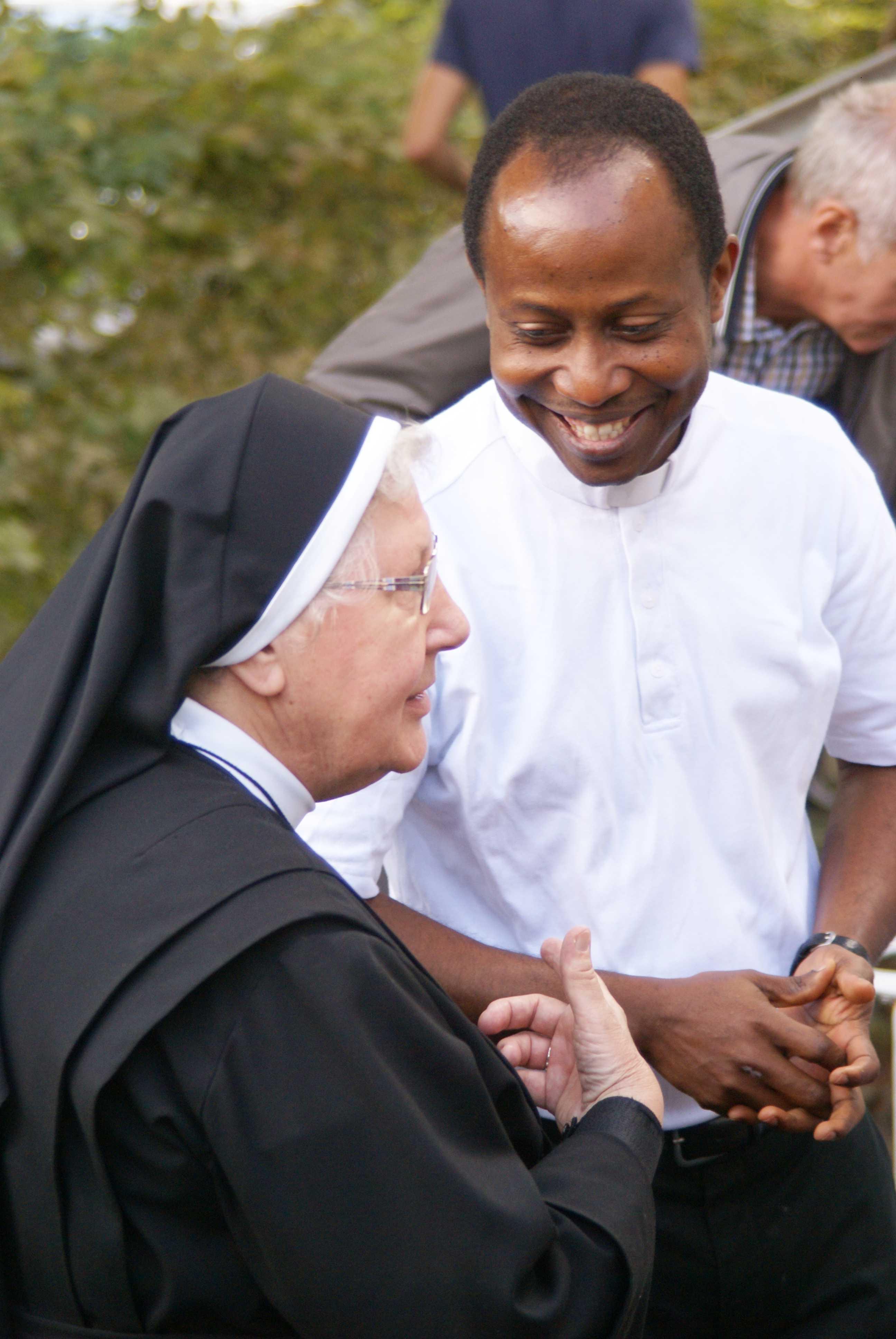 Pastor Ene und die Schwestern